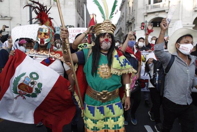 Manifestación tras la destitución del presidente de Perú Martín Vizcarra