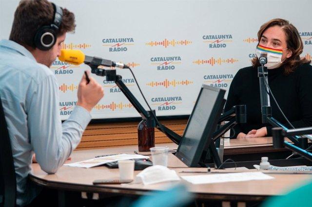 L'alcaldessa de Barcelona, Ada Colau, en una entrevista en Catalunya Ràdio.