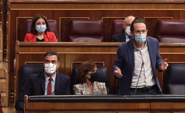 El vicepresidente segundo del Gobierno, Pablo Iglesias, interviene durante una sesión de control al Gobierno en el Congreso