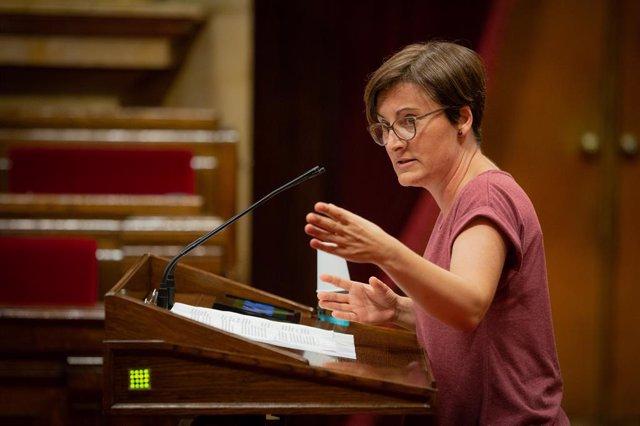 La diputada de Catalunya en Comú - Podem, Marta Ribas, durant la seva intervenció en una sessió plenària, a Barcelona, Catalunya (Espanya), a 7 de juliol de 2020.