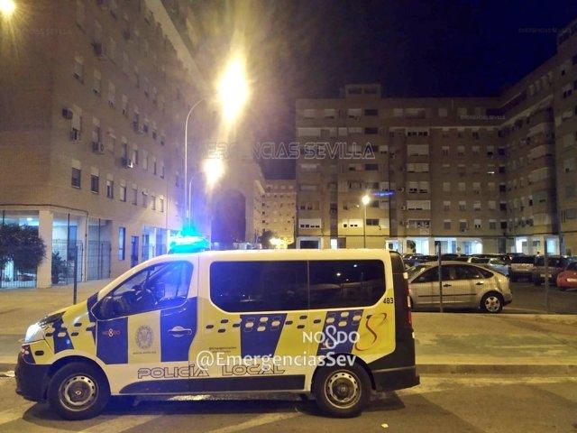 Policía Local de Sevilla en una actuación nocturna