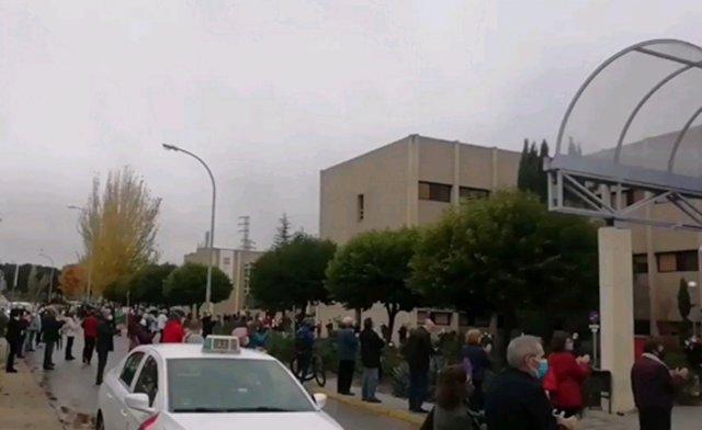 Concentración en el Hospital de Getafe contra el traslado al Hospital Isabel Zendal