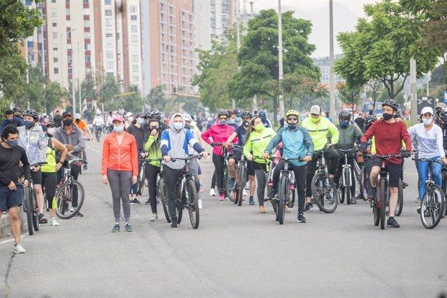 Marcha ciclista celebrada en Bogotá, Colombia.