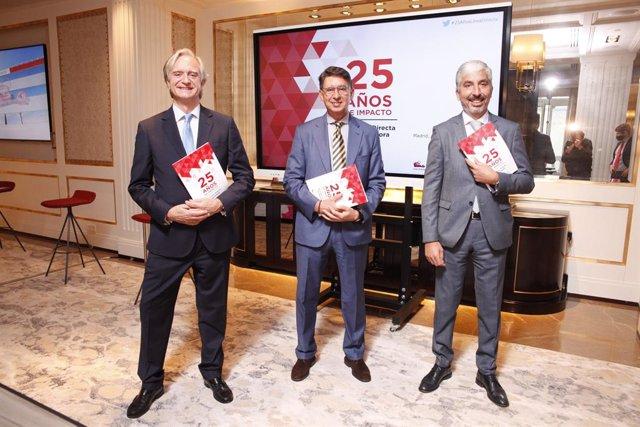 De izq a dcha: Francisco Valencia (Director de Comunicación de Línea Directa), Miguel Ángel Merino (Consejero Delegado) y Carlos Rodríguez (Director Financiero).