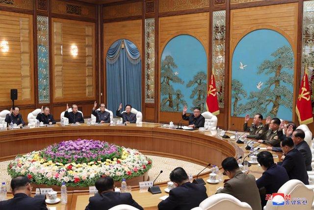 Kim Jong-un presideix una reunió del Partit dels Treballadors