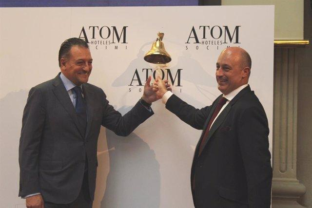 Eduardo Ozaita (Bankinter) y Víctor Martí, presidente de GMA, durante el debut en Bolsa de Atom Hoteles Socimi