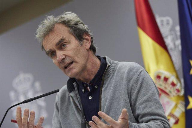 El director del Centro de Coordinación de Alertas y Emergencias Sanitarias (CCAES), Fernando Simón, ofrece una rueda de prensa para informar sobre la evolución de la pandemia de coronavirus, en el Ministerio de Sanidad, Madrid (España), a 12 de noviembre
