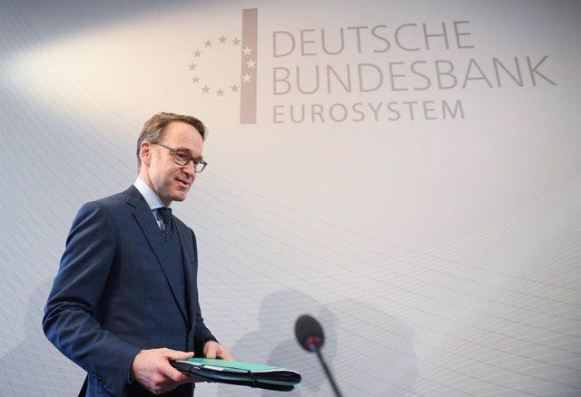 27 February 2019, Hessen, Frankfurt: President of the German Federal Bank Jens Weidmann arrives to attend the annual press conference at the Deutsche Bundesbank headquarters. Photo: Arne Dedert/dpa