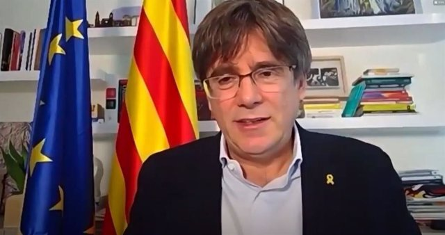 El presidente de JxCat y expresidente de la Generalitat, Carles Puigdemont, interviene en el acto de clausura del congreso fundacional del partido.