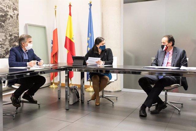 La alcaldesa de Santander se reúne con el consejero de Obras