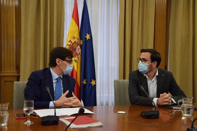 Salvador Illa y Alberto Garzón en una reunión de trabajo