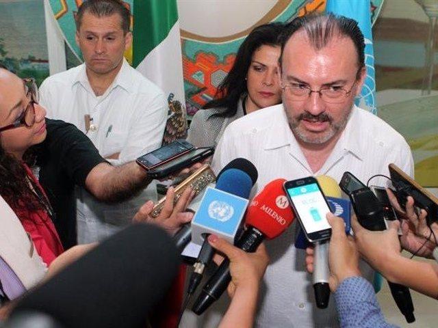 """El secretario de relaciones exteriores de México, Luis Videgaray, ha hecho pública este lunes ante la prensa su preocupación por la """"ruptura del orden democrático"""" en Venezuela y ha llamado a las partes negociadoras a actuar con """"mesura"""" y """"seriedad"""""""