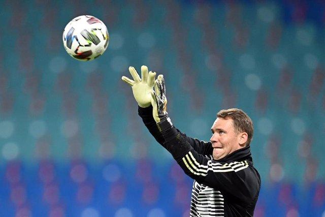 Manuel Neuer entrenando con Alemania