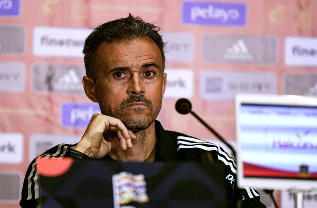 12 October 2020, Ukraine, Kiev: Spain head coach Luis Enrique attends a press conference of the Spanish national team, ahead of Tuesday's UEFA Nations League soccer match against Ukraine. Photo: -/Ukrinform/dpa