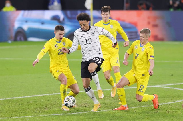 Leroy Sane of Germany and Mykola Matvienko, Eduard Sobol, Oleksandr Zinchenko of Ukraine during the UEFA Nations League, qualifying football match between Germany and Uktaine on November 14, 2020 at Red Bull Arena in Leipzig, Germany - Photo Ralf Ibing /