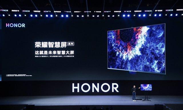 El presidente de Honor, George Zhao, presenta la pantalla inteligente Honor Vision en la conferencia anual de desarrolladores de Huawei 2019