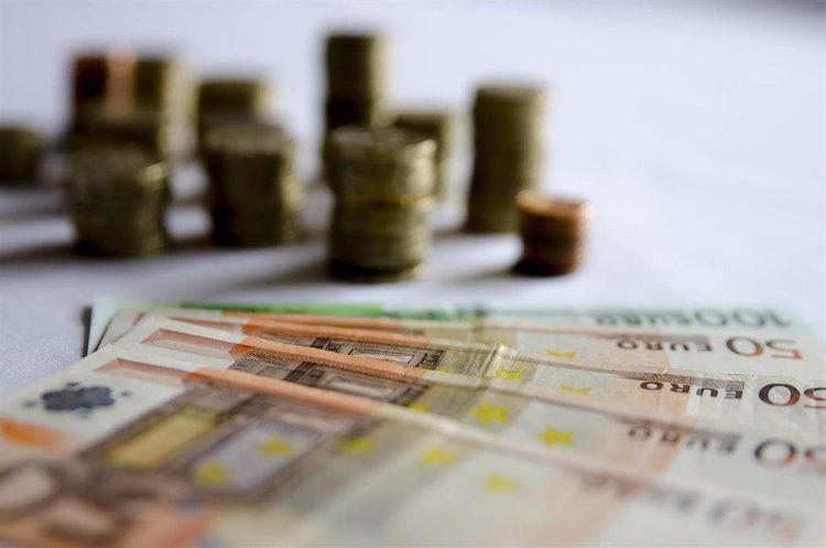 El Banco de España suscribe un convenio con Defensa para el transporte aéreo del dinero en efectivo