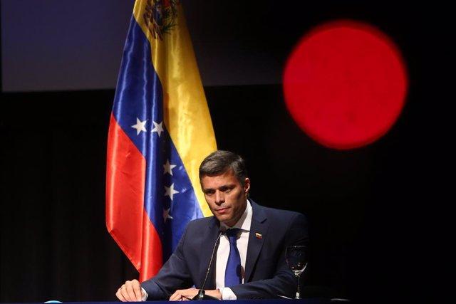 El líder opositor venezolano Leopoldo López pronuncia su primer mensaje tras su salida de Venezuela, en el Círculo de Bellas Artes, Madrid (España), 27 de octubre de 2020. El pasado 24 de octubre, el líder del partido opositor venezolano Voluntad Popular,
