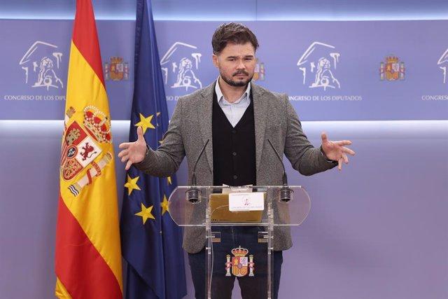 El portavoz del grupo de Esquerra Republicana (ERC) en el Congreso, Gabriel Rufián, interviene en la rueda de prensa posterior a la Junta de Portavoces celebrada en el Congreso de los Diputados, en Madrid, (España), a 20 de octubre de 2020.