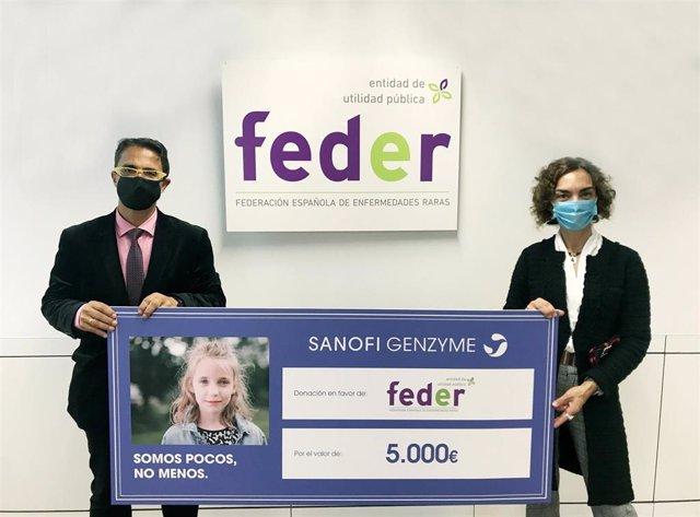 El presidente de la Federación Española de Enfermedades Raras y su Fundación, Juan Carrión, y la nueva directora general de Sanofi Genzyme Iberia, Raquel Tapia.