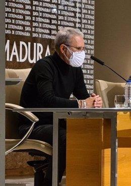 El presidente del Comité Antisida de Extremadura, Santiago Pérez, en rueda de prensa