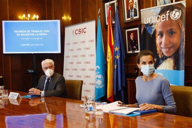 La Reina Letizia  preside una reunión de trabajo de UNICEF España