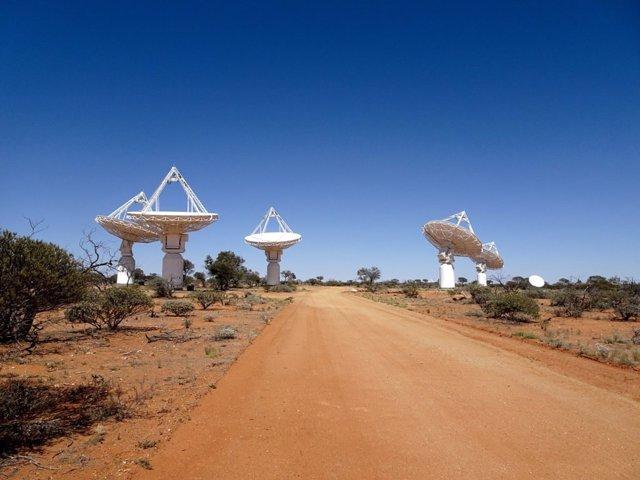 El conjunto de radiotelescopios ASKAP realiza observaciones CRAFT.