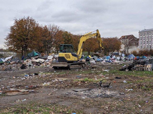 Desalojo de un campamento de migrantes en Saint Denis