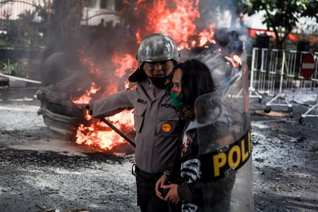Imagen de archivo de un policía en Indonesia.