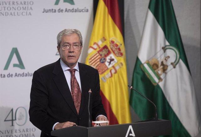 El consejero de Transformación Económica, Industria, Conocimiento y Universidades, Rogelio Velasco, durante la rueda de prensa posterior al Consejo de Gobierno de la Junta de Andalucía. En Sevilla, (Andalucía, España), a 17 de noviembre de 2020.
