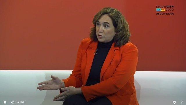 L'alcaldessa de Barcelona, Ada Colau, durant una entrevista en el congrés Smart City Expo