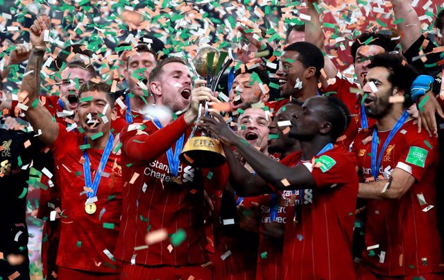 21 December 2019, Qatar, Doha: Liverpool players celebrate with the trophy after the FIFA Club World Cup soccer final match between Liverpool and Flamengo at the Khalifa International Stadium. Photo: Adam Davy/PA Wire/dpa