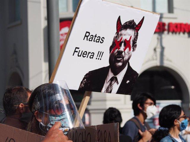 Manifestación celebrada en Lima en contra de la moción de censura contra el expresidente Martín Vizcarra.
