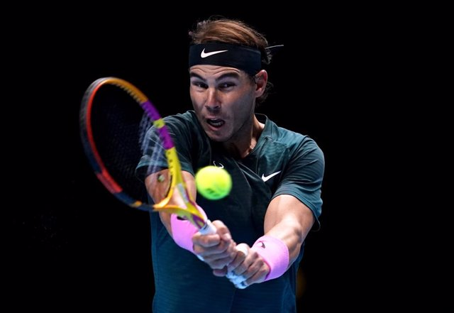 17 November 2020, England, London: Spanish tennis player Rafael Nadal in action against Austria's Dominic Thiem during their men's singles group stage match of the ATP World Tour Finals tennis tournament at the O2 Arena. Photo: John Walton/PA Wire/dpa