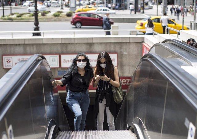 09 June 2020, Turkey, Ankara: People wear face masks as a precaution against the novel Coronavirus (Covid-19) pandemic. Photo: -/PPI via ZUMA Wire/dpa