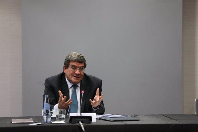 El ministro de Inclusión, Seguridad Social y Migraciones, José Luis Escrivá, interviene en un desayuno informativo organizado por el American Business Council en la Universidad Europea, en el Campus de Alcobendas, Madrid (España), a 4 de noviembre de 2020