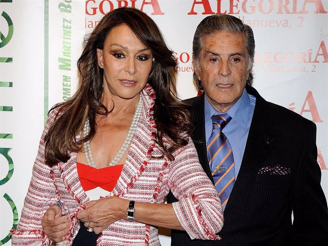 Jaime Ostos and his wife Maria Angeles Grajal attend the presentation of a new drink, the ''Mojito de Orujo,'' at the Alegoria Club on May 6, 2010 in Madrid, Spain.