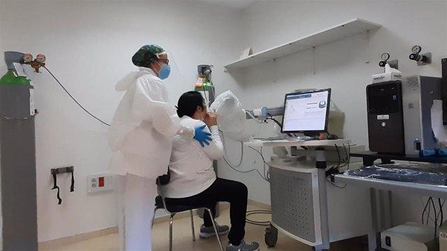 Especialistas en Neumología aconsejan a las personas con EPOC (Enfermedad Pulmonar Obstructiva Crónica) que extremen los cuidados para evitar complicaciones y una peor evolución en caso de contagio por Covid-19.