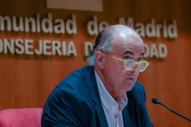El viceconsejero de Salud Pública y Plan COVID-19 de la Comunidad de Madrid, Antonio Zapatero, interviene durante una rueda de prensa en la Consejería de Sanidad, en Madrid (España), a 13 de noviembre de 2020.