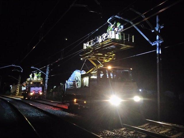 Obras de la catenaria en el tramo Reinosa-Corrales