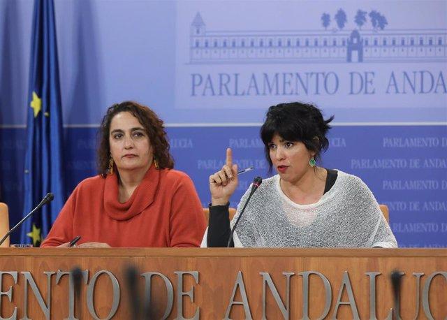 La presidenta del grupo parlamentario Adelante Andalucía, Teresa Rodríguez, y la portavoz adjunta, Ángela Aguilera, en rueda de prensa en una foto de archivo.