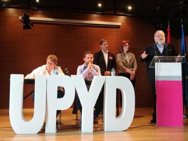 El líder de UPyD, Cristiano Brown, la eurodiputada Maite Pagazaurtundúa y el filósofo y cofundador de UPYD Fernando Savater