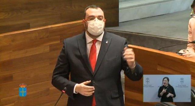Adrián barbón en la Junta General.