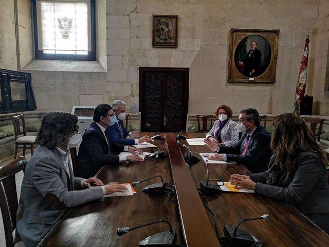 Reunión del equipo de gobierno con Cs sobre uso de los remanentes