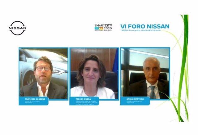 El director de Comunicación de Nissan, Francisco Corberó; la vicepresidenta cuarta del Gobierno y ministra para la Transición Ecológica, Teresa Ribera, y el consejero delegado de Nissan Iberia, Bruno Mattucci.