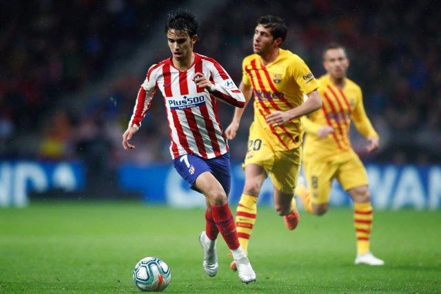 Joao Félix en un Atlético - Barcelona