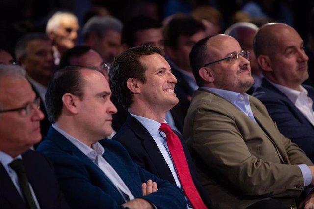 El presidente del Partido Popular, Pablo Casado, y el presidente del PP en Cataluña, Alejandro Fernández.