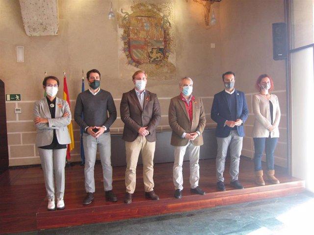 El alcalde de Badajoz, Francisco Javier Fragoso, y los portavoces municipales