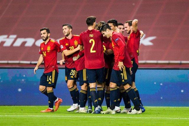 Los jugadores de la selección española celebran uno de sus goles ante Alemania