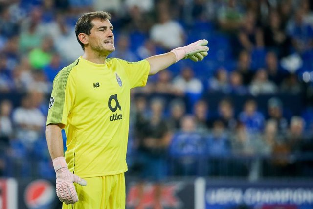 FILED - 18 September 2018, North Rhine-Westphalia, Gelsenkirchen: Porto goalkeeper Iker Casillas gestures during the UEFA Champions League Group D soccer match between FC Schalke 04 and FC Postage at the Veltins Arena. Spain and Real Madrid goalkeeping le